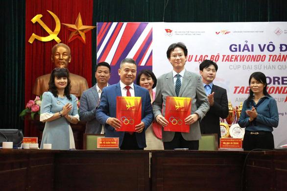 Hàn Quốc hỗ trợ Việt Nam phát triển taekwondo, mục tiêu giành vé đến Olympic Tokyo - Ảnh 1.