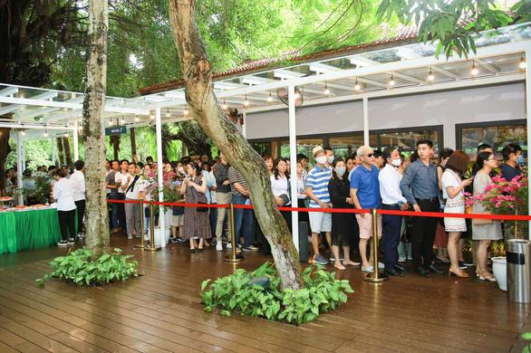 Khách xếp hàng mua nhà tại Ecopark - Ảnh 11.