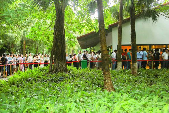 Khách xếp hàng mua nhà tại Ecopark - Ảnh 8.