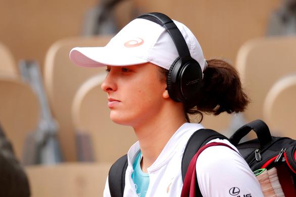 Iga Swiatek: tay vợt mê âm nhạc viết nên lịch sử ở Roland Garros 2020 - Ảnh 2.