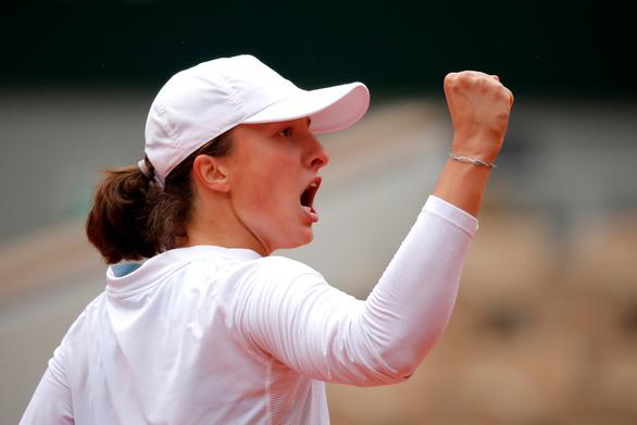 Iga Swiatek: tay vợt mê âm nhạc viết nên lịch sử ở Roland Garros 2020 - Ảnh 1.