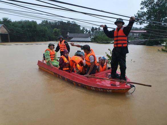 5 người chết, 8 người mất tích, 32.000 nhà dân bị ngập do mưa lũ - Ảnh 1.