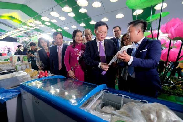 Cá tra cùng 300 nông sản Đồng Tháp lần đầu bơi ra Hà Nội - Ảnh 1.