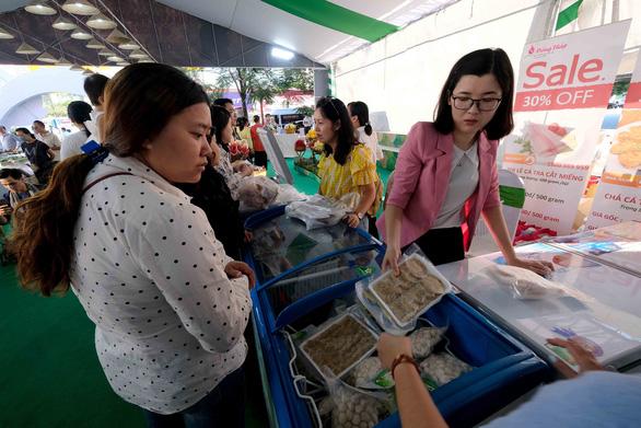 Cá tra cùng 300 nông sản Đồng Tháp lần đầu bơi ra Hà Nội - Ảnh 2.