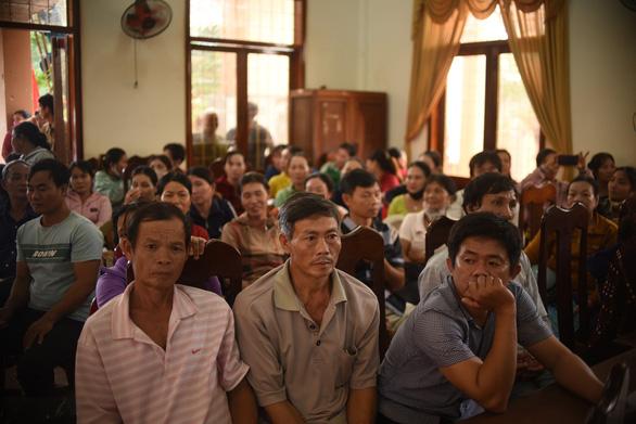 Ngư dân Bình Định đón nhận 1.000 áo phao cứu sinh từ phu nhân nguyên Chủ tịch nước - Ảnh 4.