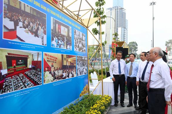 Khai mạc triển lãm chào mừng Đại hội Đảng bộ TP.HCM lần thứ XI - Ảnh 2.