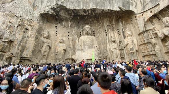 Vạn Lý Trường Thành, Bến Thượng Hải chật kín du khách bất chấp COVID-19 - Ảnh 5.