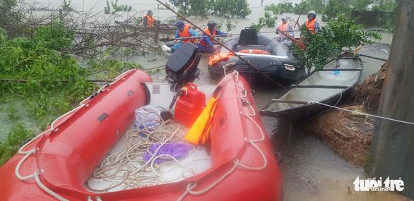 1 người chết do mưa lũ ở Huế, tàu SE4 phải quay đầu chạy về ga Đà Nẵng - Ảnh 1.