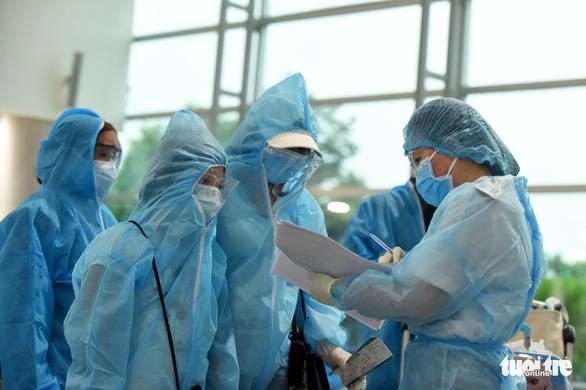 TP.HCM không tiếp nhận cách ly chuyên gia nước ngoài làm việc tại 7 tỉnh thành - Ảnh 1.