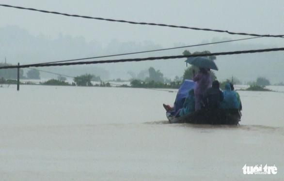 5 xã ở huyện miền núi Hà Tĩnh bị cô lập do mưa lũ - Ảnh 1.