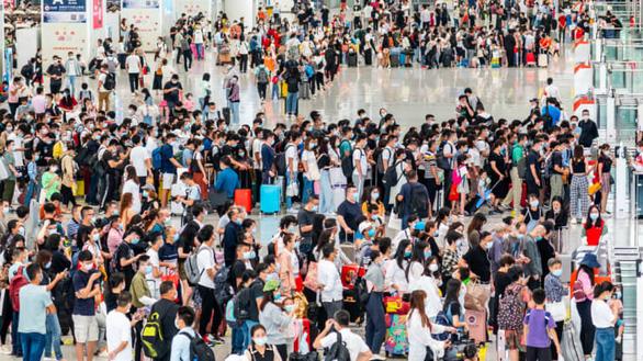 Vạn Lý Trường Thành, Bến Thượng Hải chật kín du khách bất chấp COVID-19 - Ảnh 7.