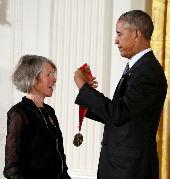 Nhà thơ của những nỗi niềm phụ nữ được trao giải Nobel - Ảnh 1.