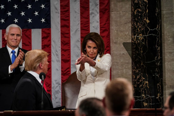 Bà Pelosi ám chỉ ông Trump sử dụng thuốc steroid khiến não của ông gặp vấn đề - Ảnh 1.