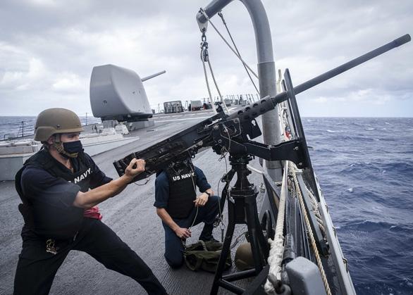Tàu khu trục Mỹ thách thức Trung Quốc ở Hoàng Sa - Ảnh 1.
