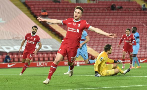 Premier League sáng 1-11: Chelsea đại thắng, Liverpool chiếm ngôi đầu bảng - Ảnh 4.