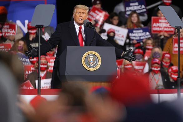Ông Trump một ngày đến 5 điểm, vận động tranh cử đến giờ chót - Ảnh 2.