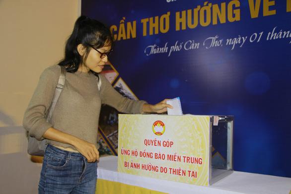 Đêm ca nhạc gây quỹ được hơn 6 tỉ đồng ủng hộ miền Trung - Ảnh 2.