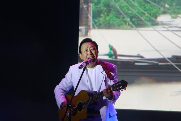 Đêm ca nhạc gây quỹ được hơn 6 tỉ đồng ủng hộ miền Trung - Ảnh 4.