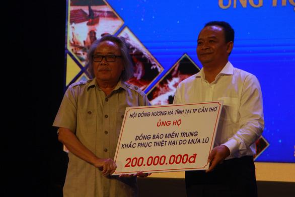 Đêm ca nhạc gây quỹ được hơn 6 tỉ đồng ủng hộ miền Trung - Ảnh 1.