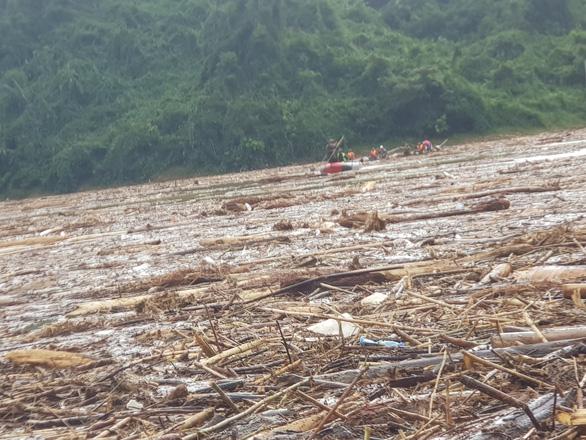 Quần thảo trên sông tìm kiếm người mất tích Trà Leng - Ảnh 3.