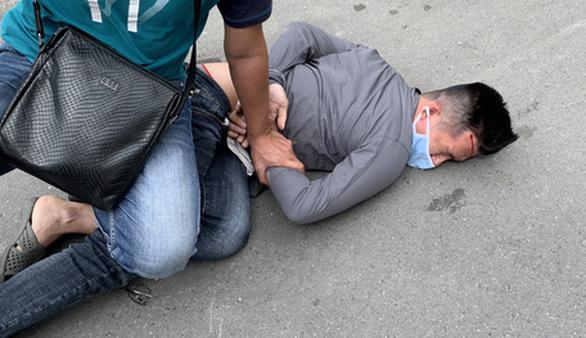 Cảnh sát đặc nhiệm nổ súng khống chế kẻ cướp giật iPhone ở quận 10 - Ảnh 1.