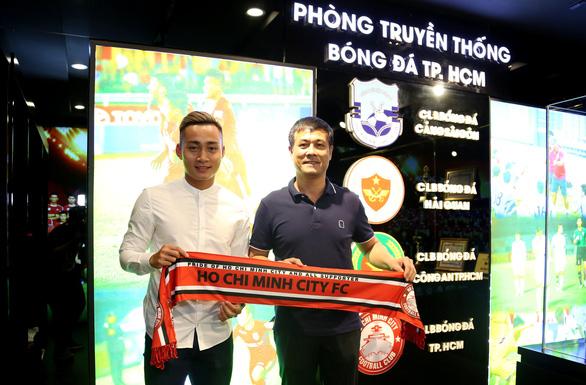 Đồng ý 8 tỉ đồng, cựu tiền đạo U23 Việt Nam Hồ Tuấn Tài gia nhập CLB TP.HCM - Ảnh 2.