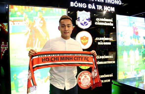 Đồng ý 8 tỉ đồng, cựu tiền đạo U23 Việt Nam Hồ Tuấn Tài gia nhập CLB TP.HCM - Ảnh 1.