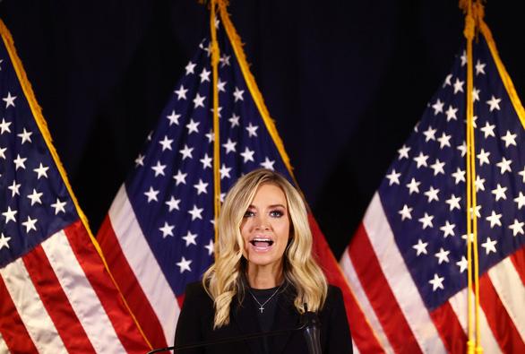 Thư ký báo chí Nhà Trắng bị Fox News cắt sóng vì tố Đảng Dân chủ gian lận bầu cử - Ảnh 1.