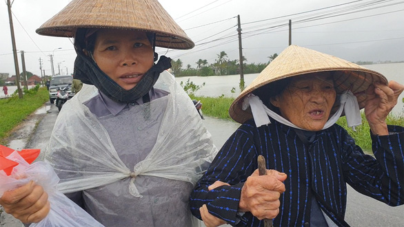 Phú Yên: Lũ dâng nhanh ở nhiều nơi sau bão - Ảnh 2.