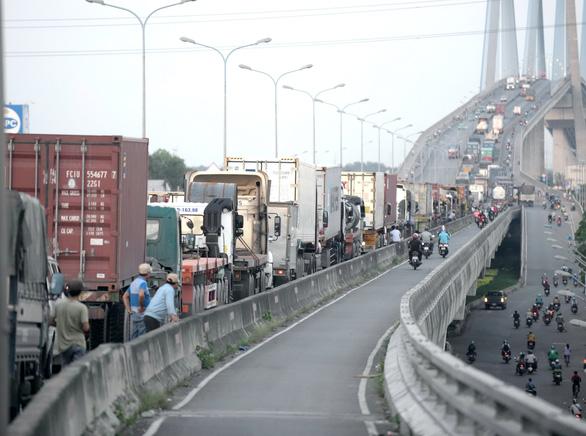 TP.HCM: đường vào cảng ùn tắc, chờ giải bài toán hạ tầng - Ảnh 5.