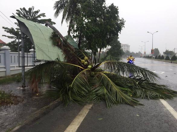 Thủ tướng: Bão 13 mạnh, người dân hạn chế ra đường khi bão đổ bộ - Ảnh 2.