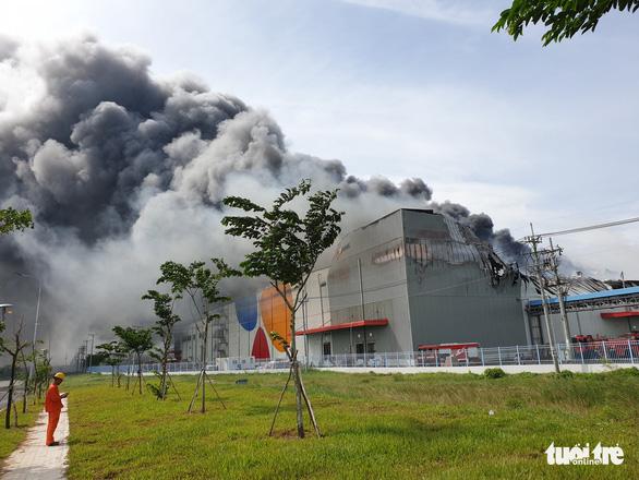 Cháy nhà máy sản xuất thực phẩm trong khu công nghiệp Hiệp Phước - Ảnh 6.