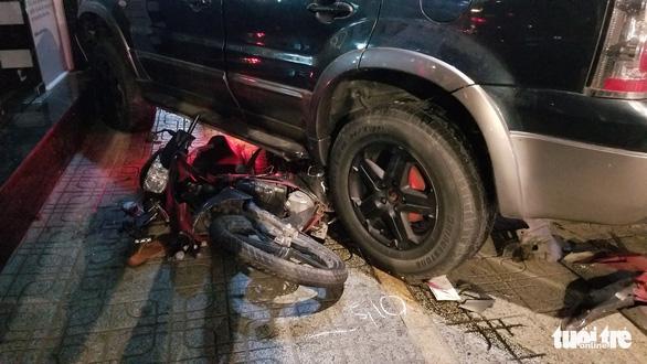 TP.HCM: xe hơi tông hàng loạt xe máy, ít nhất 4 người bị thương - Ảnh 3.