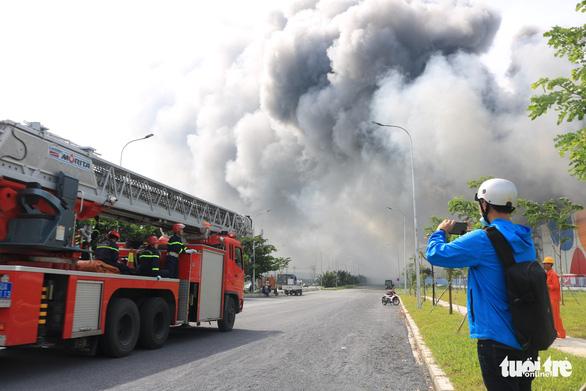 Cháy nhà máy sản xuất thực phẩm trong khu công nghiệp Hiệp Phước - Ảnh 5.