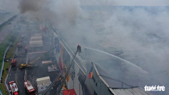 Cháy nhà máy sản xuất thực phẩm trong khu công nghiệp Hiệp Phước - Ảnh 10.