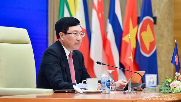ASEAN: Biển Đông có vấn đề 'quân sự hóa, đòi hỏi chủ quyền thiếu căn cứ' - Ảnh 1.