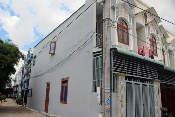 Tạm đình chỉ chủ tịch phường để 35 nhà xây trái phép mọc ngay gần trụ sở - Ảnh 1.
