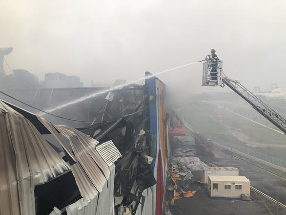 Cháy nhà máy sản xuất thực phẩm trong khu công nghiệp Hiệp Phước - Ảnh 11.