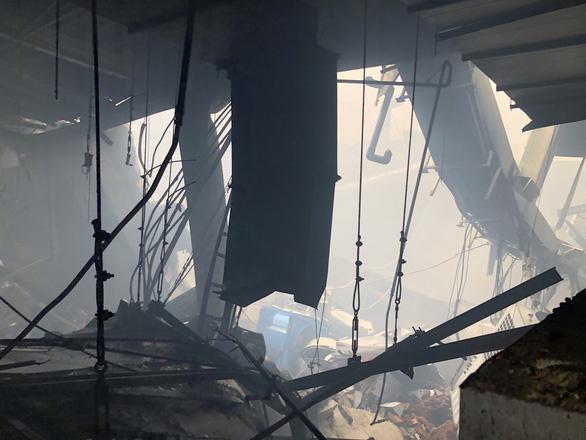 Cháy nhà máy sản xuất thực phẩm trong khu công nghiệp Hiệp Phước - Ảnh 12.