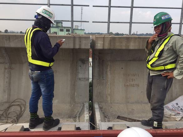 Đã khắc phục sự cố gối cao su trên dầm cầu cạn metro số 1 bị rớt - Ảnh 1.