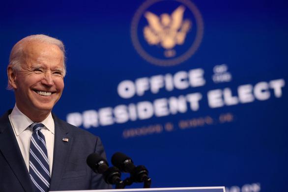 Chính quyền Trump thông báo bắt đầu chuyển giao quyền lực cho ông Biden - Ảnh 1.