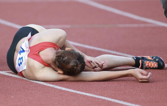 Quách Thị Lan ngã gục sau khi cán đích tại Giải điền kinh vô địch quốc gia - Ảnh 2.