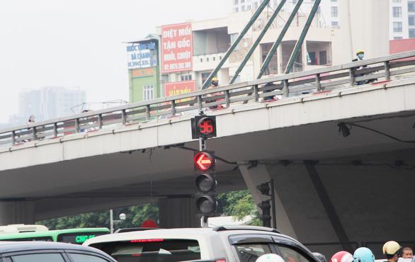 Thông xe vành đai 2 trên cao, đường Trường Chinh lại tắc hơn - Ảnh 5.