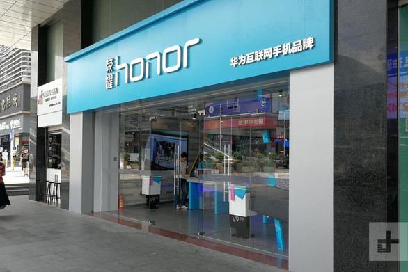 Huawei tính bán mảng điện thoại bình dân cho chính quyền Thâm Quyến? - Ảnh 1.