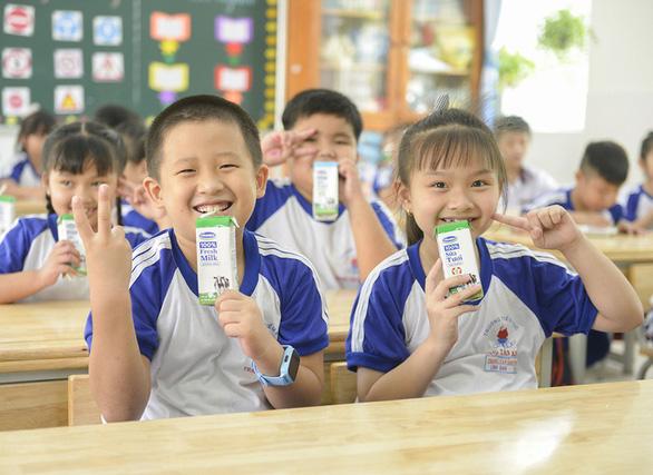 Chương trình sữa học đường TP.HCM mở rộng đến 24 quận, huyện - Ảnh 1.