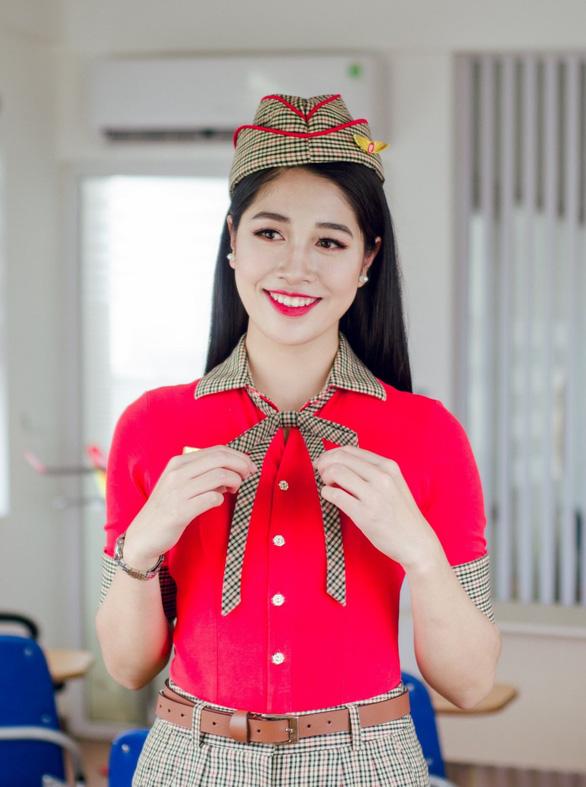 Vẻ duyên dáng của tiếp viên hàng không thi hoa hậu Đặng Vân Ly - Ảnh 8.