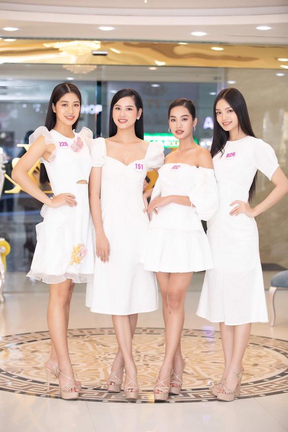 Vẻ duyên dáng của tiếp viên hàng không thi hoa hậu Đặng Vân Ly - Ảnh 5.