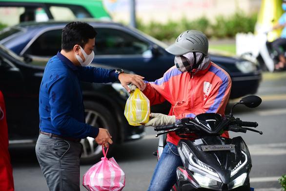 Hàng ngàn thương hiệu lớn tham gia siêu giảm giá ngày 11-11 - Ảnh 1.
