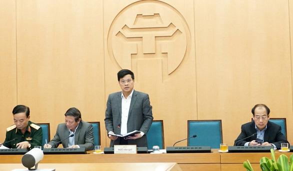 Yêu cầu trả lời thật, huyện ở Hà Nội nói chỉ 10% người dân vào chợ đeo khẩu trang - Ảnh 1.