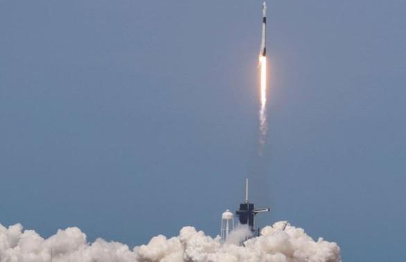 Tàu vũ trụ SpaceX được NASA cấp giấy chứng nhận an toàn - Ảnh 1.